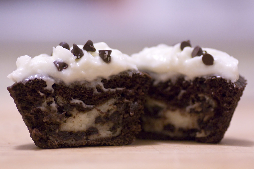 Chocolate Cupcakes With Cheesecake Filling And White Choco