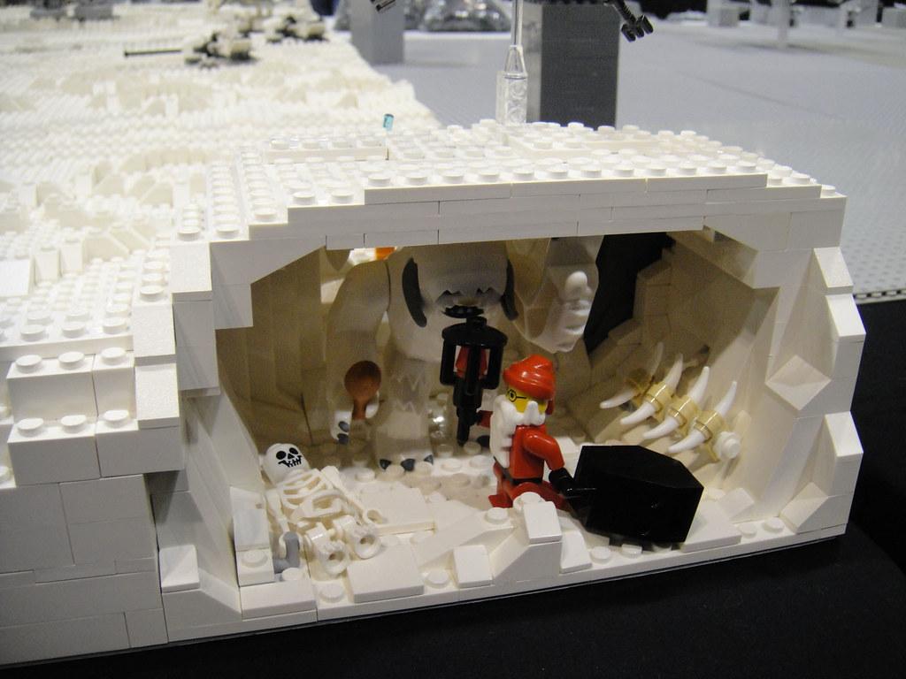Star Wars Celebration V  Lego diorama  Hoth Wampa cave f
