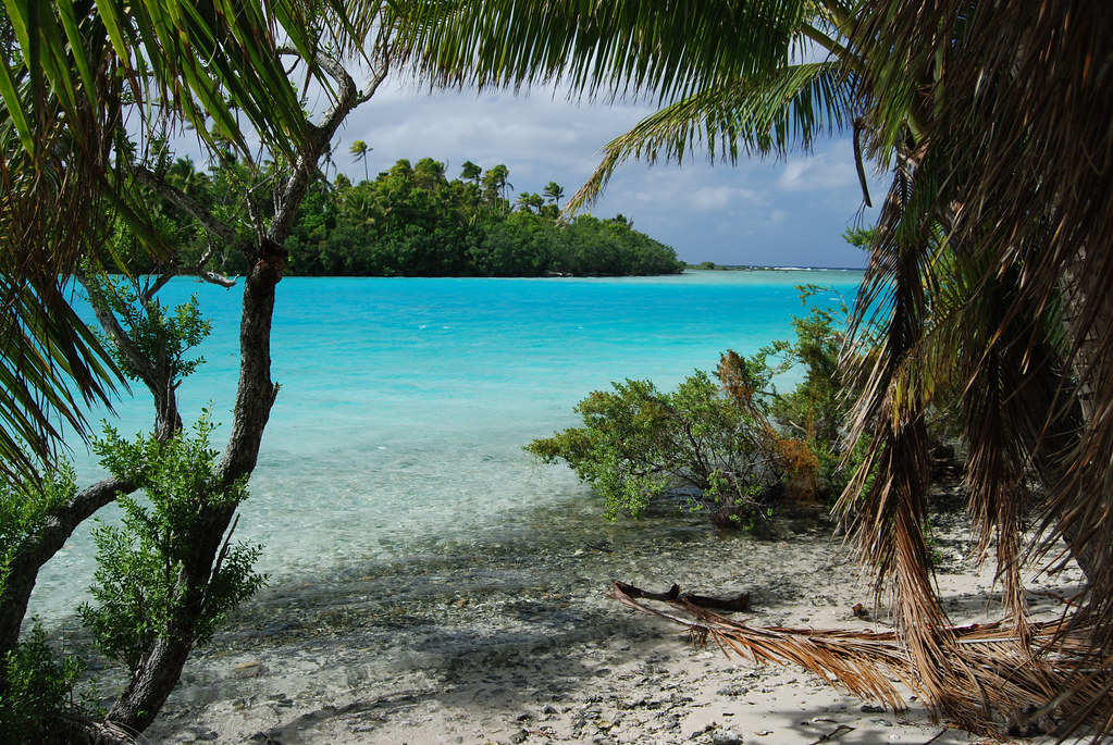 Aitutaki Lagoon Tapuaetai One Foot Island  Looking at