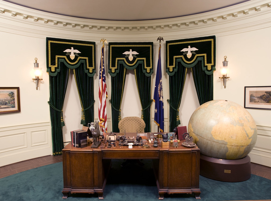 FDRs Oval Office Desk  Over 100000 people a year visit