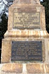 Inscripción de la pirámide levantada en 1936 en el Parque Nacional del Portete