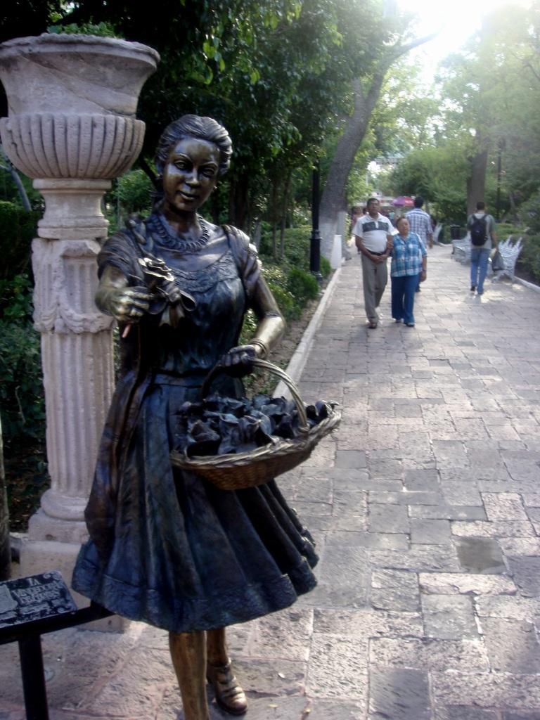 Vendedora de rosas Jardin de san Marcos  El Jardn de