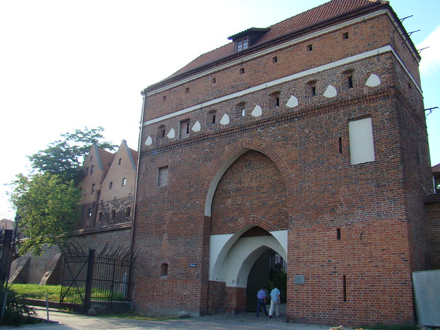 Polonia muralla Puerta del Monasterio Torun 03