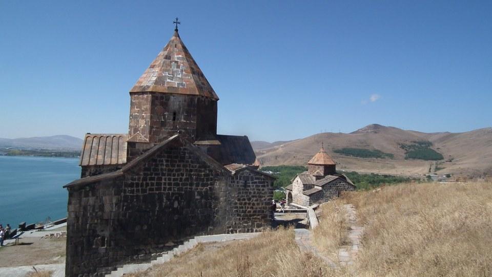 Vista del Monasterio de Sevanavank o de los Santos Apostoles de Sevan Armenia 06
