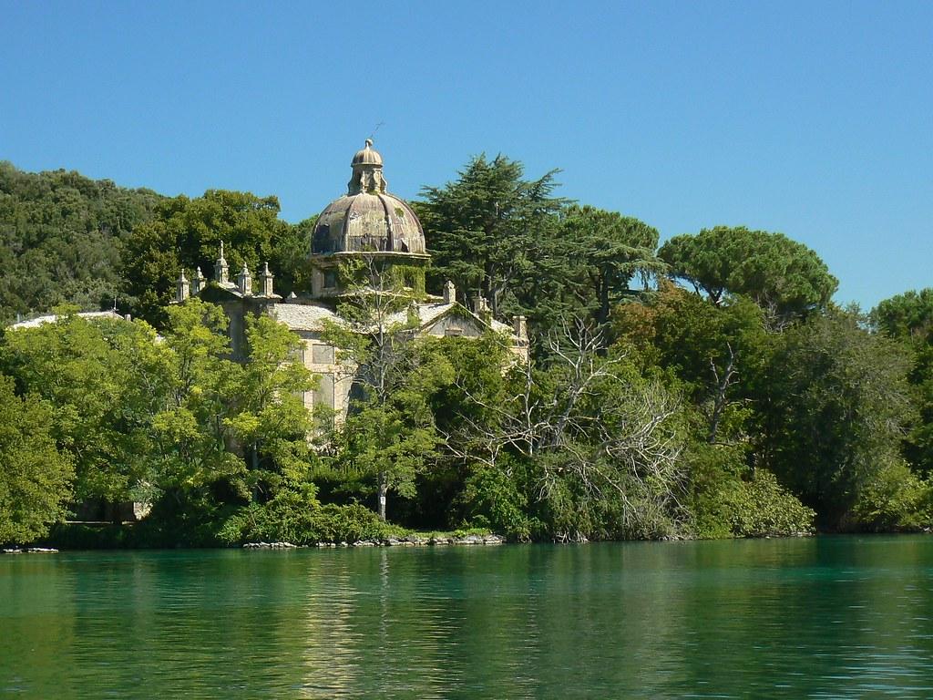 Lago di Bolsena  Isola Bisentina chiesa dei SS Giacomo e