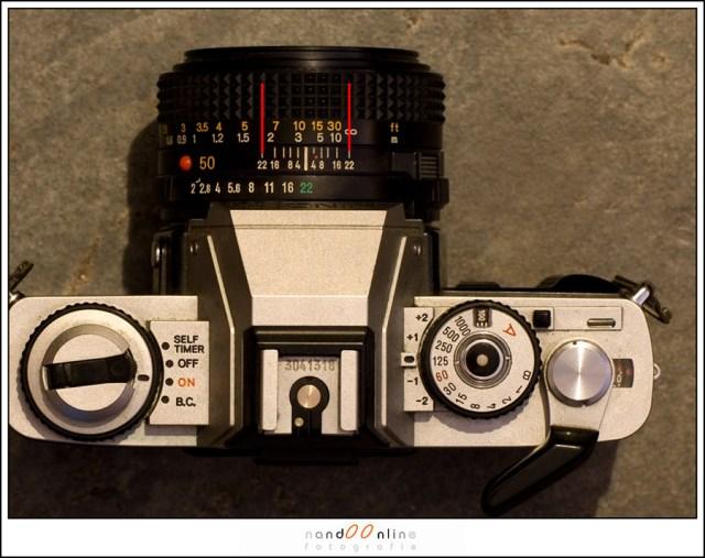 Een Minolta XG-1 met 50mm objectief. De scherptediepteschaal maakt het instellen op hyperfocale afstand heel eenvoudig. In dit geval is de hyperefocale afstand ongeveer 3,5 meter om bij f/22 alles van ongeveer 1,8 meter tot oneindig scherp in beeld te hebben.
