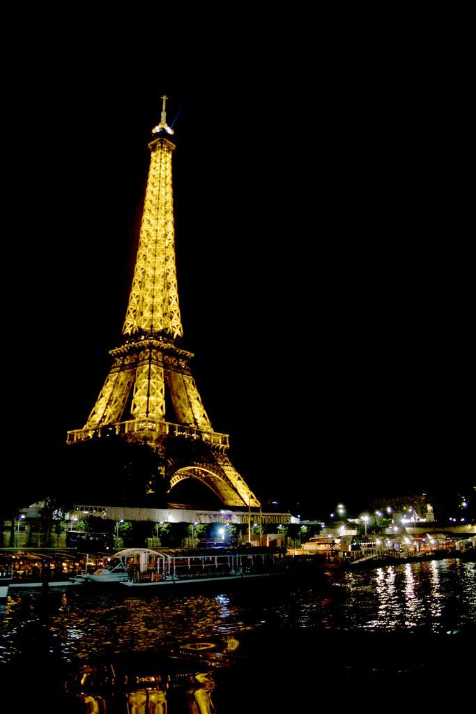 Wallpapers For Free Hd Torre Eiffel De Noche Desde El R 237 O Sena Eiffel Tower At