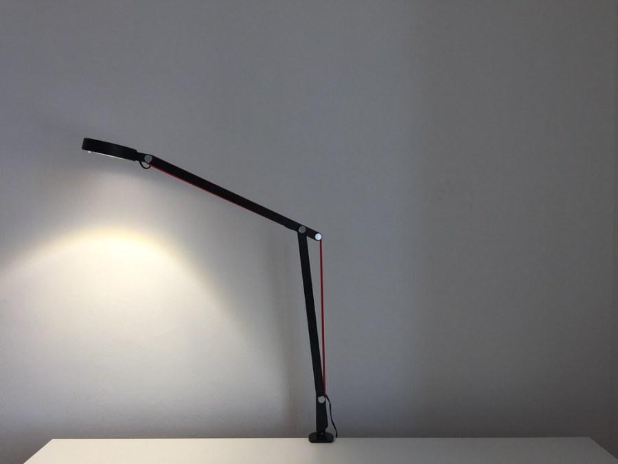 20170628 Test de la lampe de bureau LED Aglaia à bras articulé 6