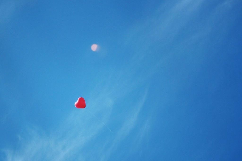 A heart in the sky  Un cur dans le ciel  Un ballon s