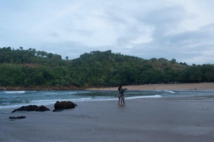 Pantai nya luas, meskipun ada yang nganu.