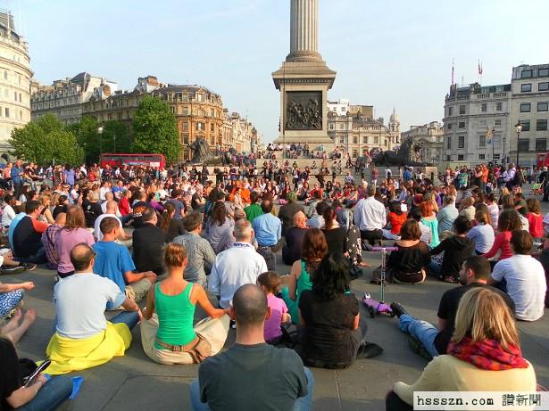 sitting-meditation-trafalgar-square-thich-nhat-hanh-2012_2