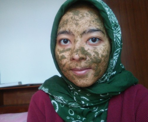 Utama Spice Green Leaf Face Scrub Applied