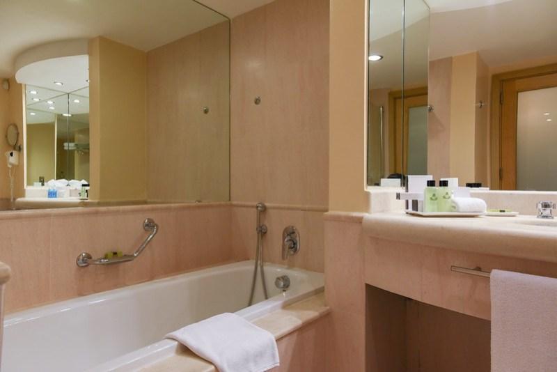 bathroom - intercontinental malta