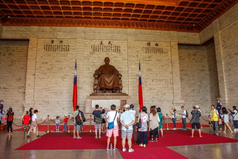 Chiang Kai-shek statuen