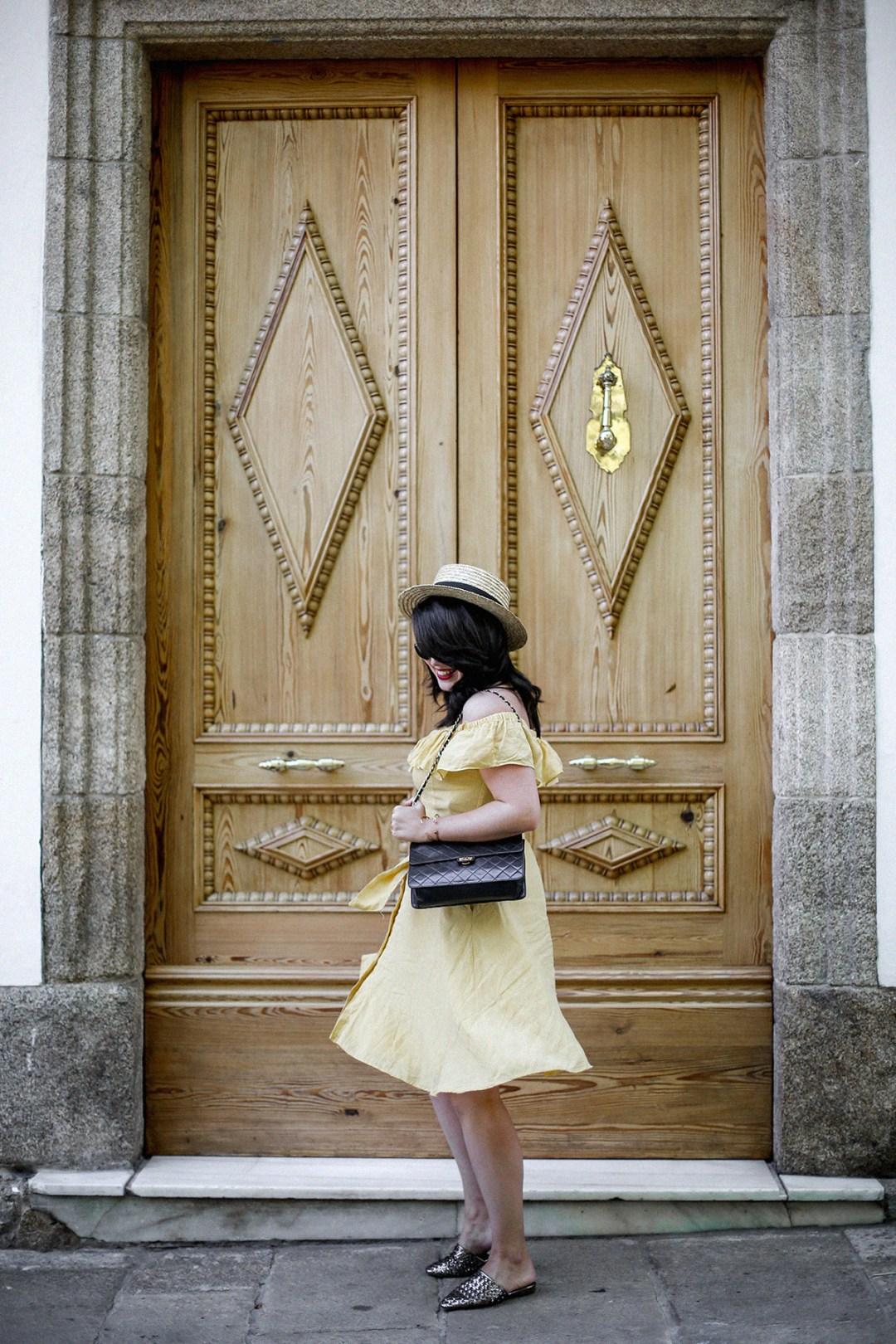 vestido-amarillo-hombros-descubiertos-zara-chanel-vintage-vestiaire-collective7