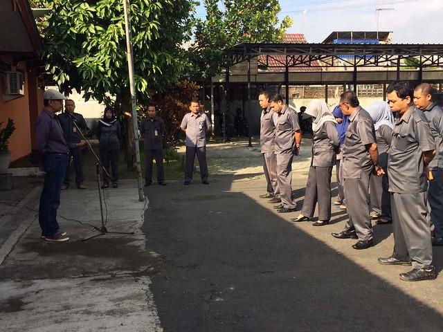 Victor saat menjadi pemimpin apel pagi KPU Tulungagung (22/5)