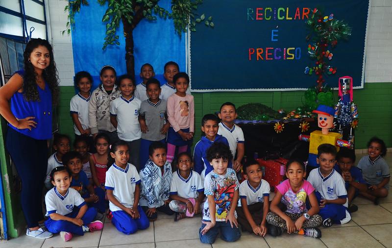 Alunos da EM Luiz Gonzaga realizam trabalho com material reciclável