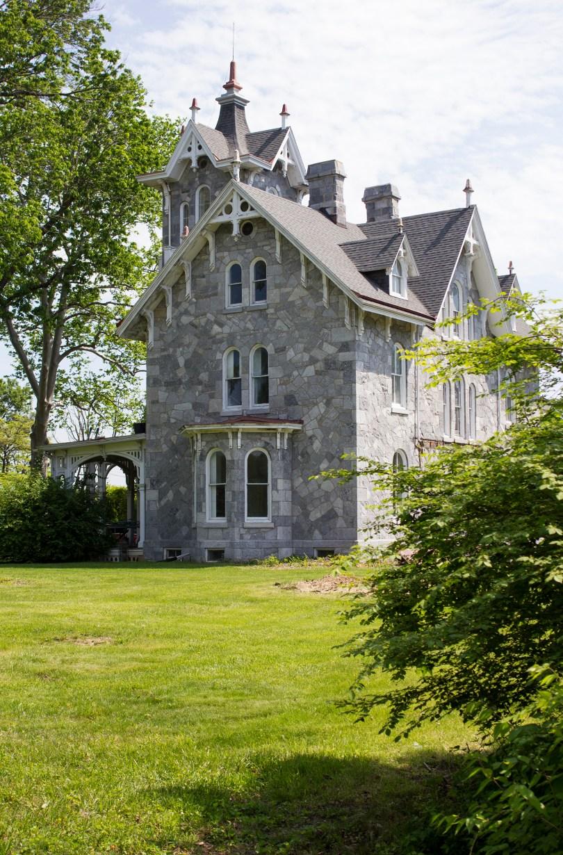 lockwood-mansion-side