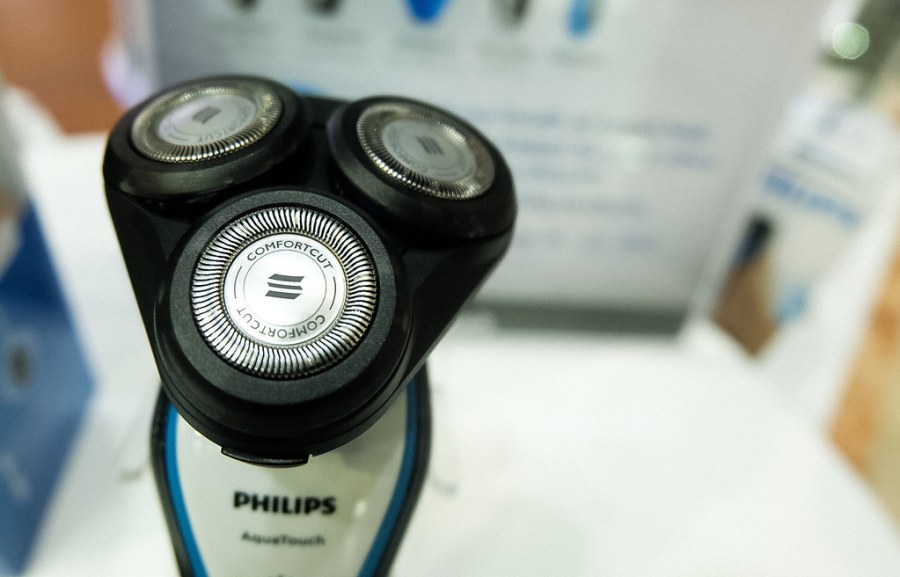 PHILIPS AQUATOUCH WET AND DRY ELECTRIC SHAVER01