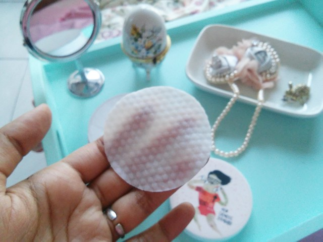 Cosrx one step pimple clear pad embossed side of pad
