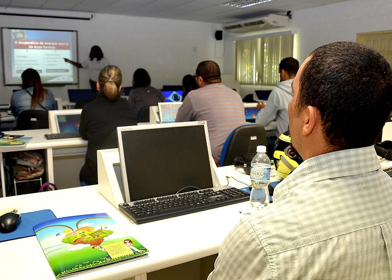 Professores participam de capacitação sobre economia de energia