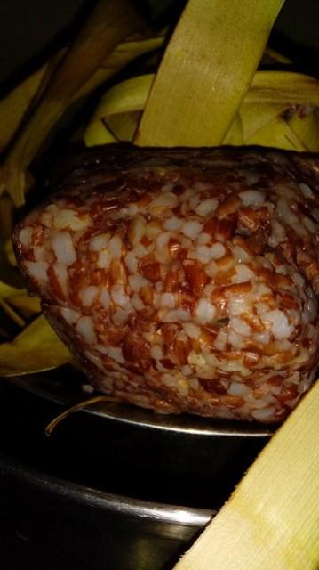 Ketupat beras merah sudah matang