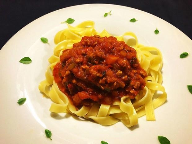 tagliatelle alla bolognese o tagliatelle a la boloñesa o salsa bolognesa. koketo