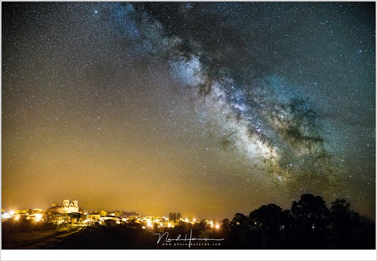De Stoel van God, La Chaise Dieu, onder een indrukwekkende Melkweg