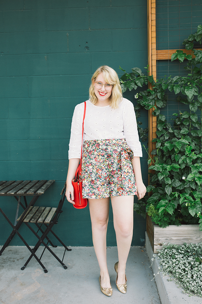austin style blogger writes like a girl floral jcrew tie waist shorts6