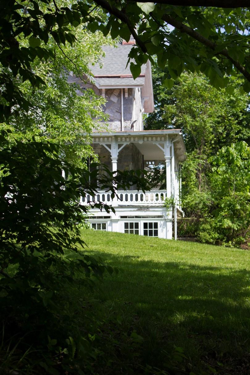 lockwood-mansion-porch