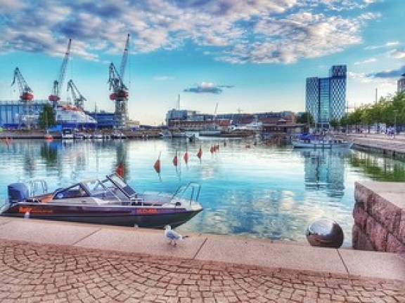 Shades of blue on a Sunday evening - Helsinki, Finland - 23 July 2017 . . . . . . . #summer2017 #samsungs7 #galaxys7 #helsinki #finland #suomi #nordic #baltic #myhelsinki #lifeinhelsinki #snapseed #july #july2017 #23july #23july2017 #hietaranta #bulevardi | by polnamara