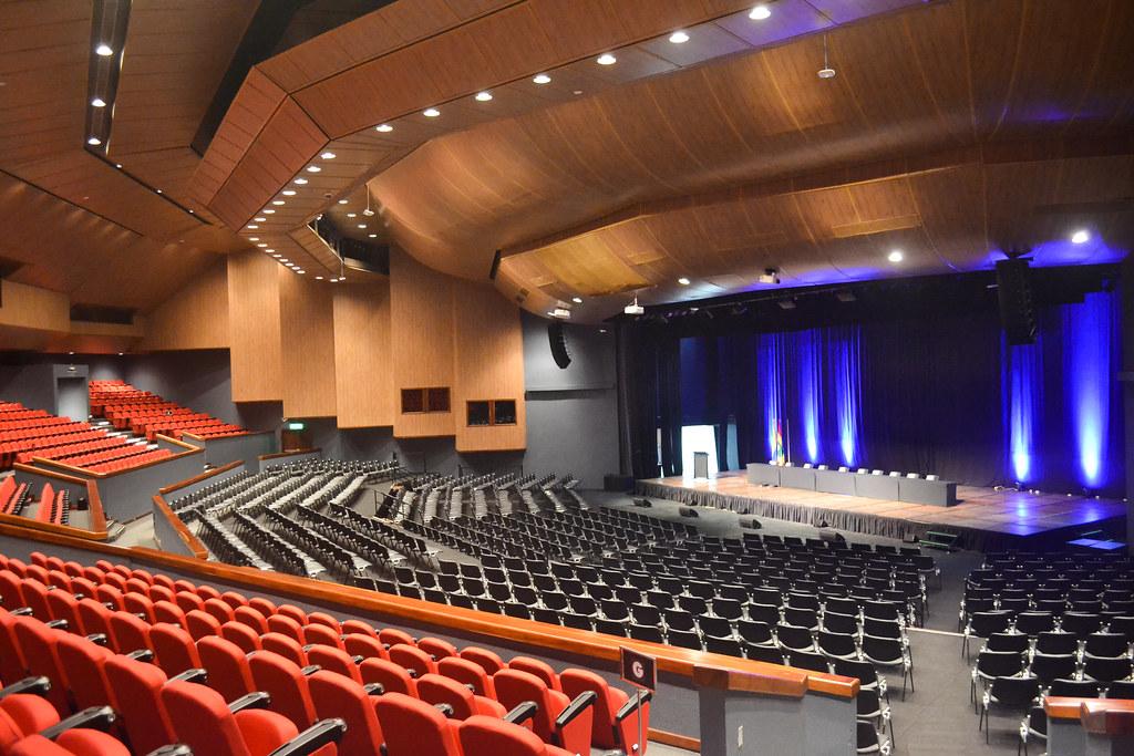 Auditorio con plataforma montaje tipo auditorio  Centro