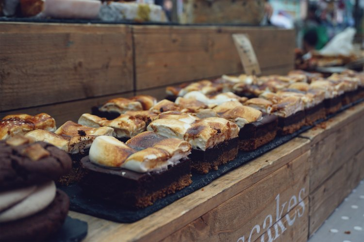Gluten free smores cheesecake slices from Eatnmess stall | gluten free Broadway Market guide | Hackney, London