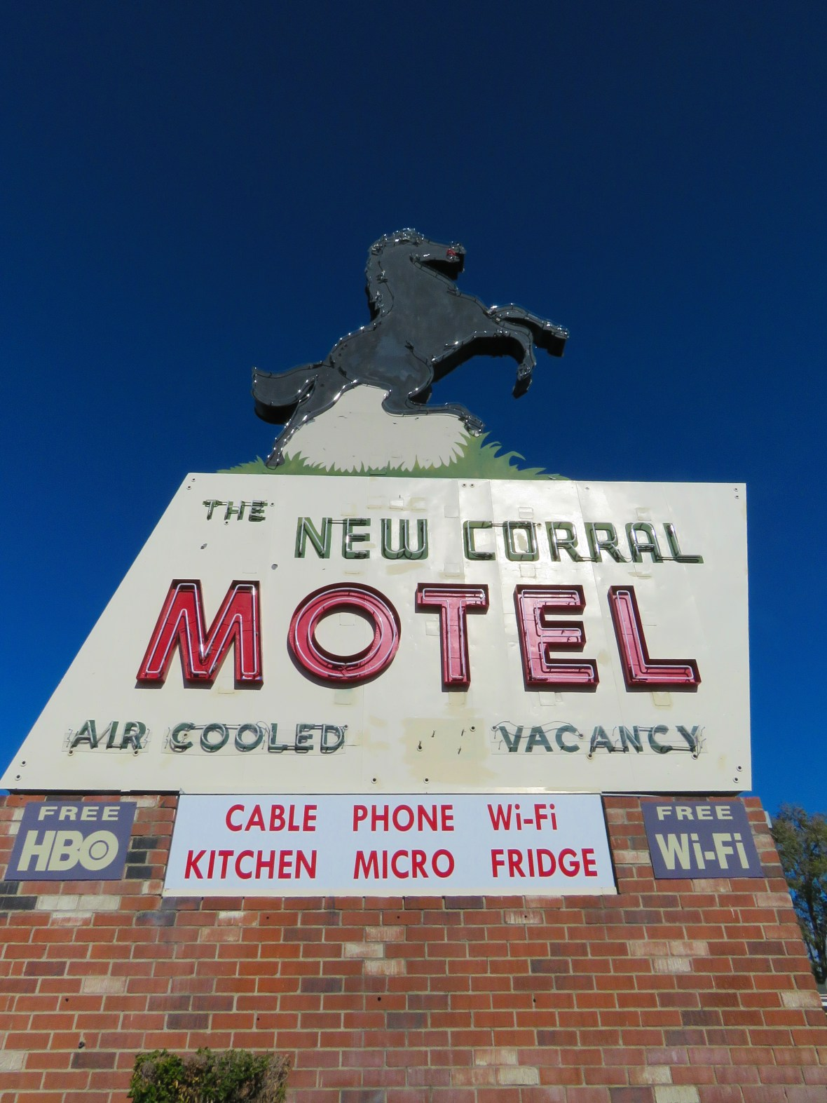 The New Corral Motel - 14643 7th Street, Victorville, California U.S.A. - November 10, 2015