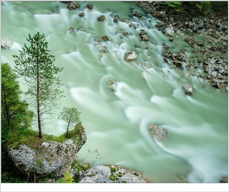 Een stroomversnelling in de Brandenberger Ache, midden in het Karwendelgebergte (Sony A9 + Canon EF 24-70L II @ 30mm | ISO100 | f/11 | 30sec | Haida polarisatiefilter + 3,0ND)