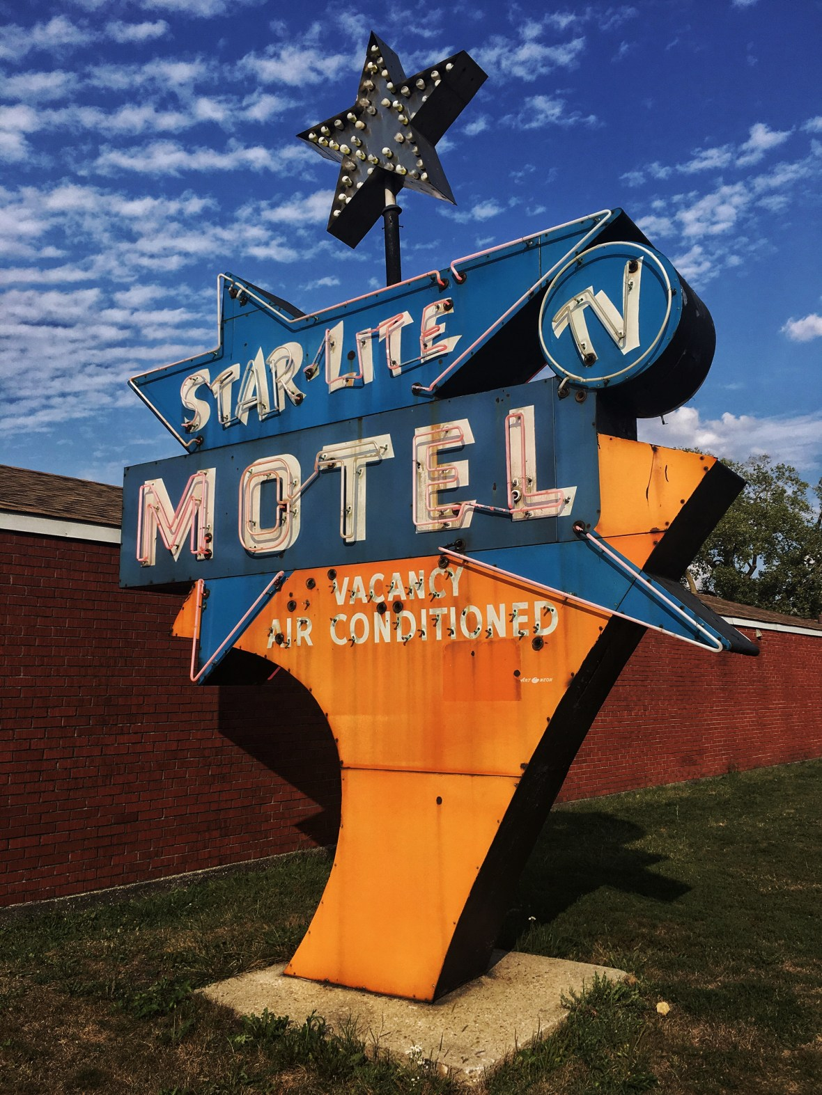 Star-Lite Motel - 466 West 162nd Street, South Holland, Illinois U.S.A. - September 26, 2017