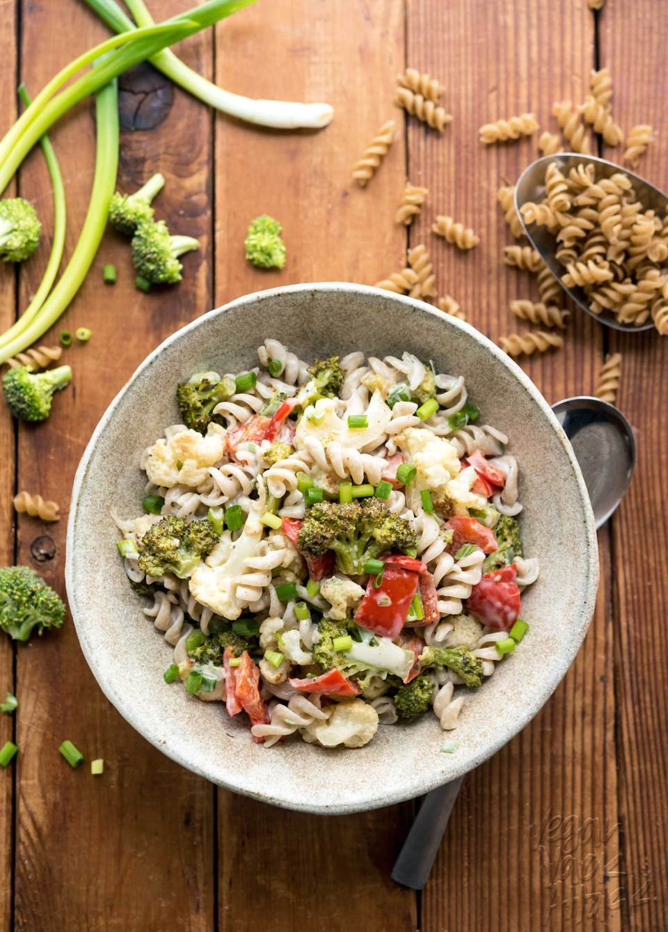 This Roasted Broccoli Pasta Salad is perfect for bringing to gatherings! Full of flavor, and very allergy-friendly. #gogoquinoa #glutenfree #vegan #soyfree