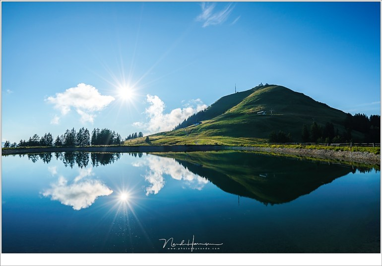 De Hohe Salve in Tirol, 1829 meter hoog, meer dan een kilometer boven het dal. Dit meer ligt op 1577 meter hoogte