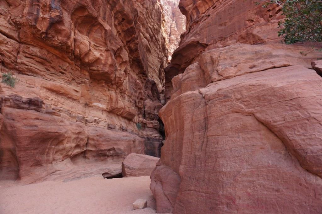 wadi rum desert cavern