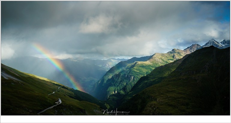 Een regenboog in het dal bij Heiligenblut in de Hoge Tauern in Oostenrijk. (Sony A9 + FE16-35 @ 35mm | ISO400 | f/11 | 1/800)