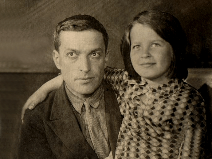 Lev Vygotsky y su hijaGita L. Vygotskaya. | © Unknown.