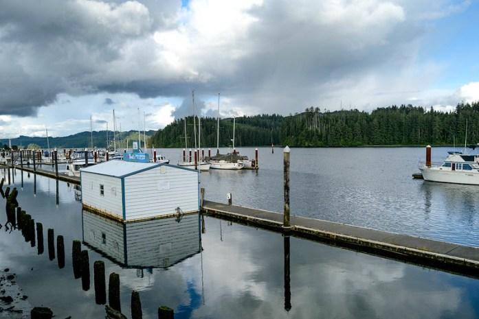Siuslaw River en Oregon, Estados Unidos - Puerto en el río