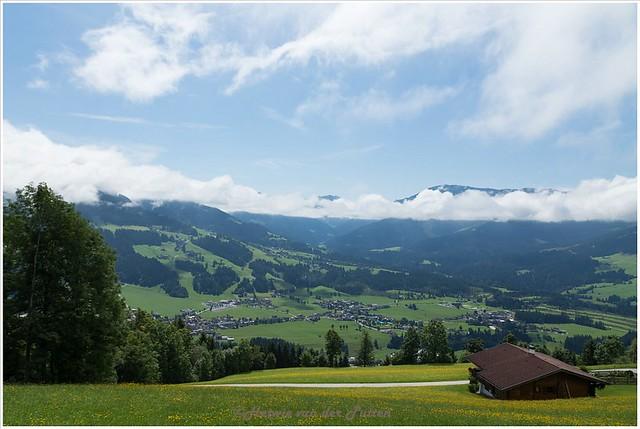Uitzicht op zo'n 800 meter. Telkens kijk ik om om te genieten van het prachtige uitzicht.