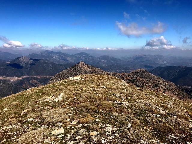 Θέα από την κορυφή του Αρτεμισίου Όρους.