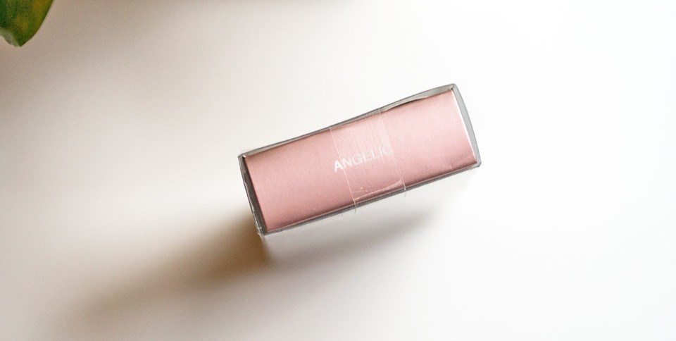 huda beauty lip strobe angelic