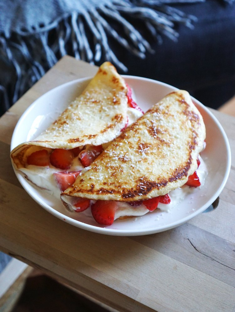 Gluten free low carb coconut crepes with Greek style yoghurt and strawberries | gluten free low carb pancakes | gluten free low carb recipes