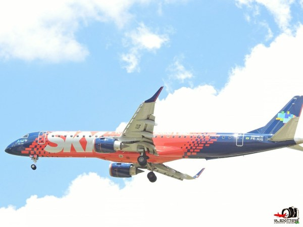 Azul Linhas Aereas Sky Livery Embraer ERJ195AR PRAUQ S