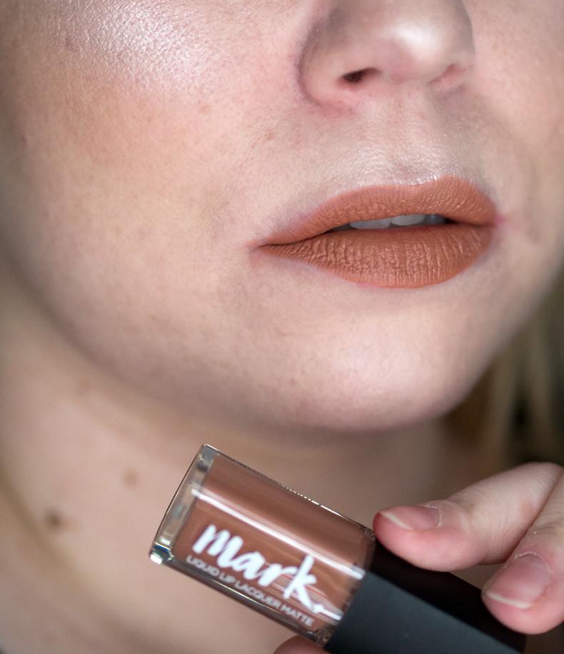 avon mark liquid lip lacquer matte dare to bare