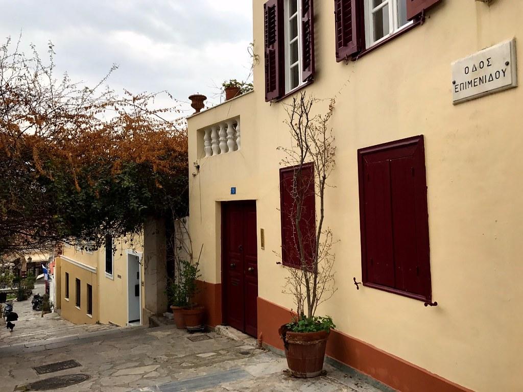 οδος επιμενίδου πλακα, facade of traditional old house in athens