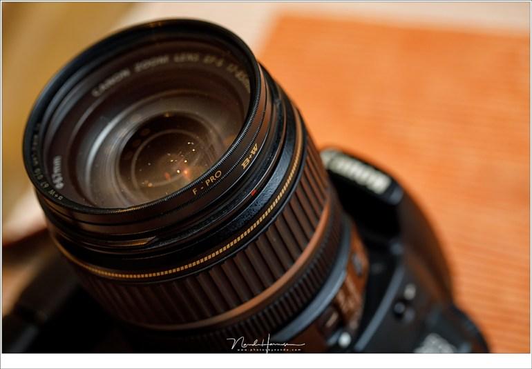 Pas op met meerdere filters plaatsen (stacking) want dan kunnen de randen in beeld komen. Twee UV filters zoals in dit voorbeeld is onzin, maar een UV filer en polarisatiefilter, of een UV en grijsfilter zou wel aannemelijk zijn.